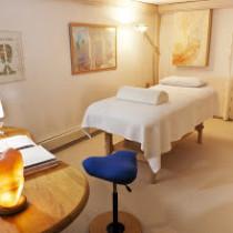 Behandlung und Beratung finden in einer geschützten und freundlichen Atmosphäre mit genügend Zeit für die Nachruhe statt.